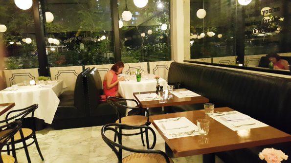 cafe claire คาเฟ่แคลร์ คาเฟ่บรรยากาศน่านั่ง ถ.วิทยุ ร้านอาหารบรรยากาศดี ถ.วิทยุ
